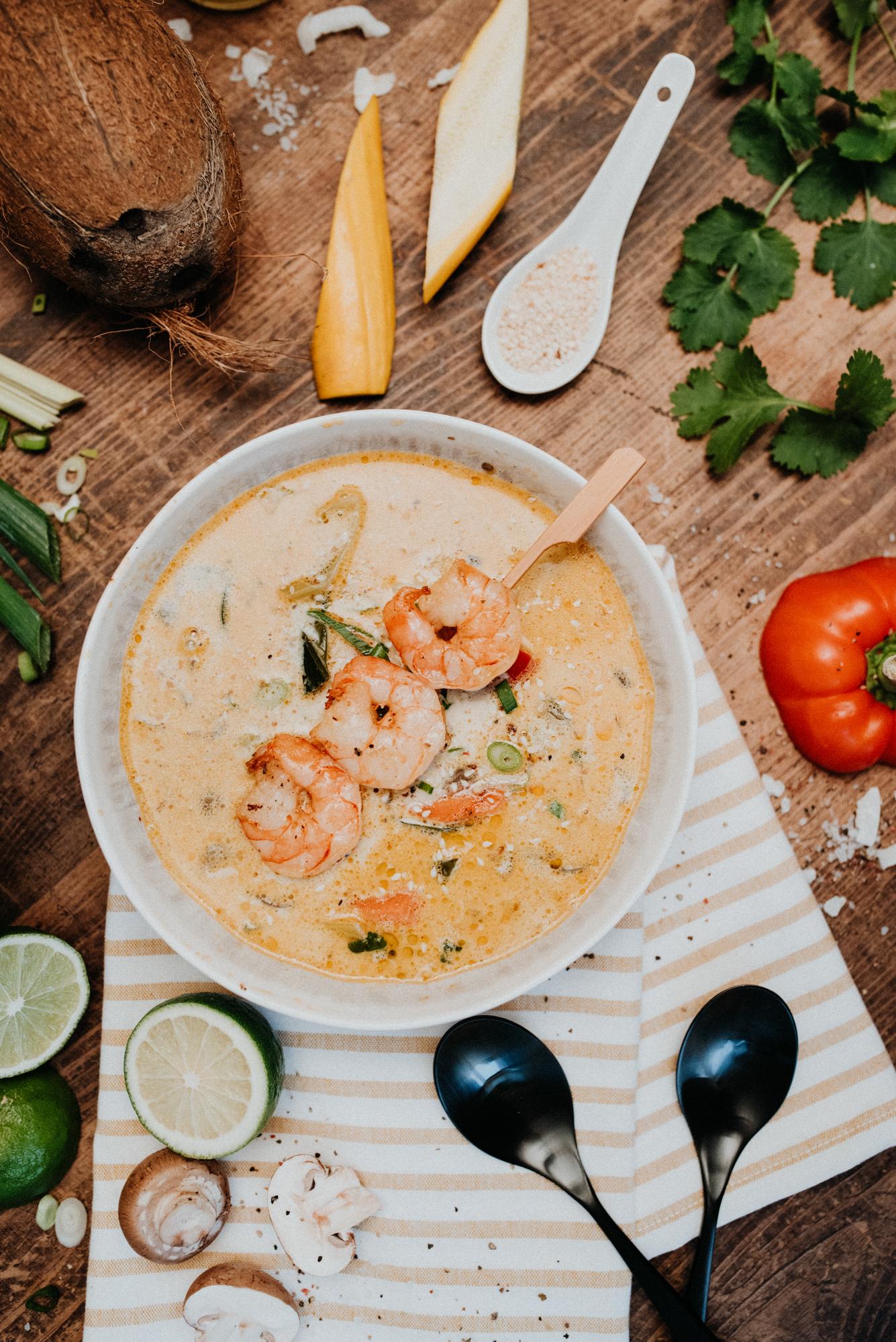 Thai-Suppe mit Garnele oder Hähnchen